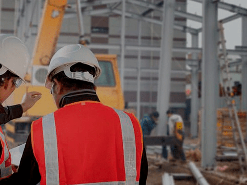Trabalhadores do setor da construção numa obra